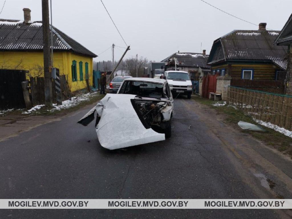 в бобруйском районе пьяный водитель влетел в столб лэп