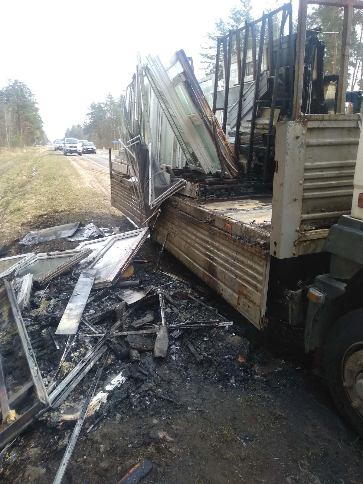 под бобруйском горел грузовик перевозивший стеклопакеты