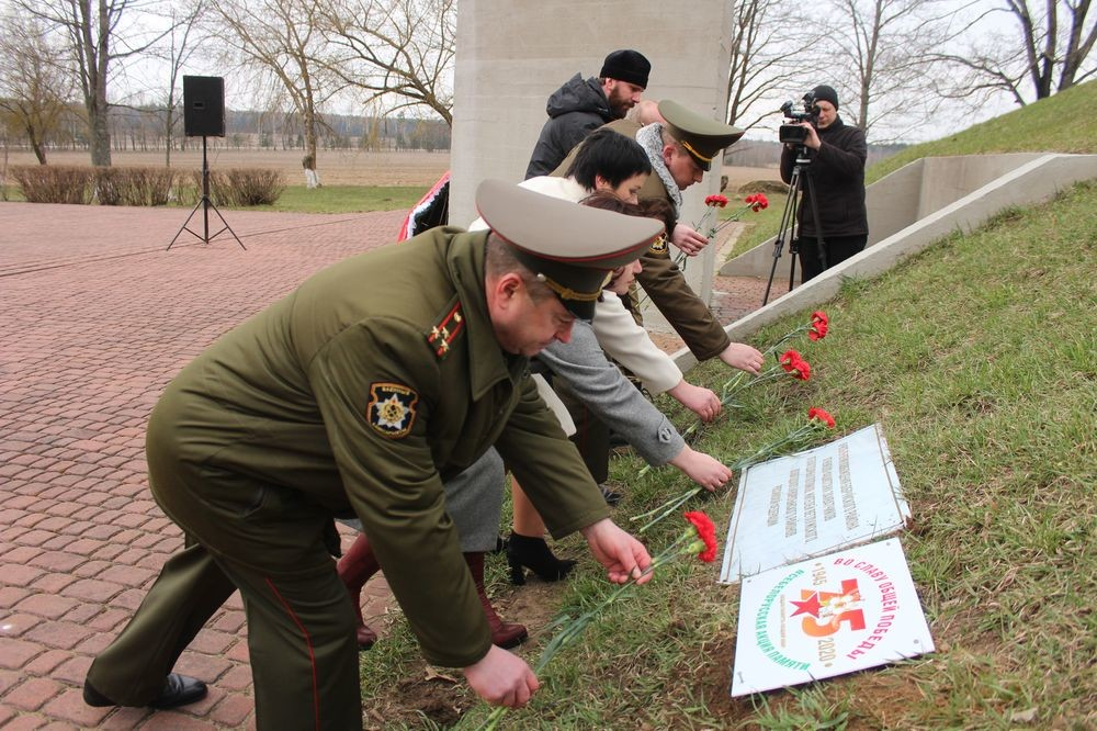землю с 93-х воинских захоронений бобруйского района собрали в памятной капсуле