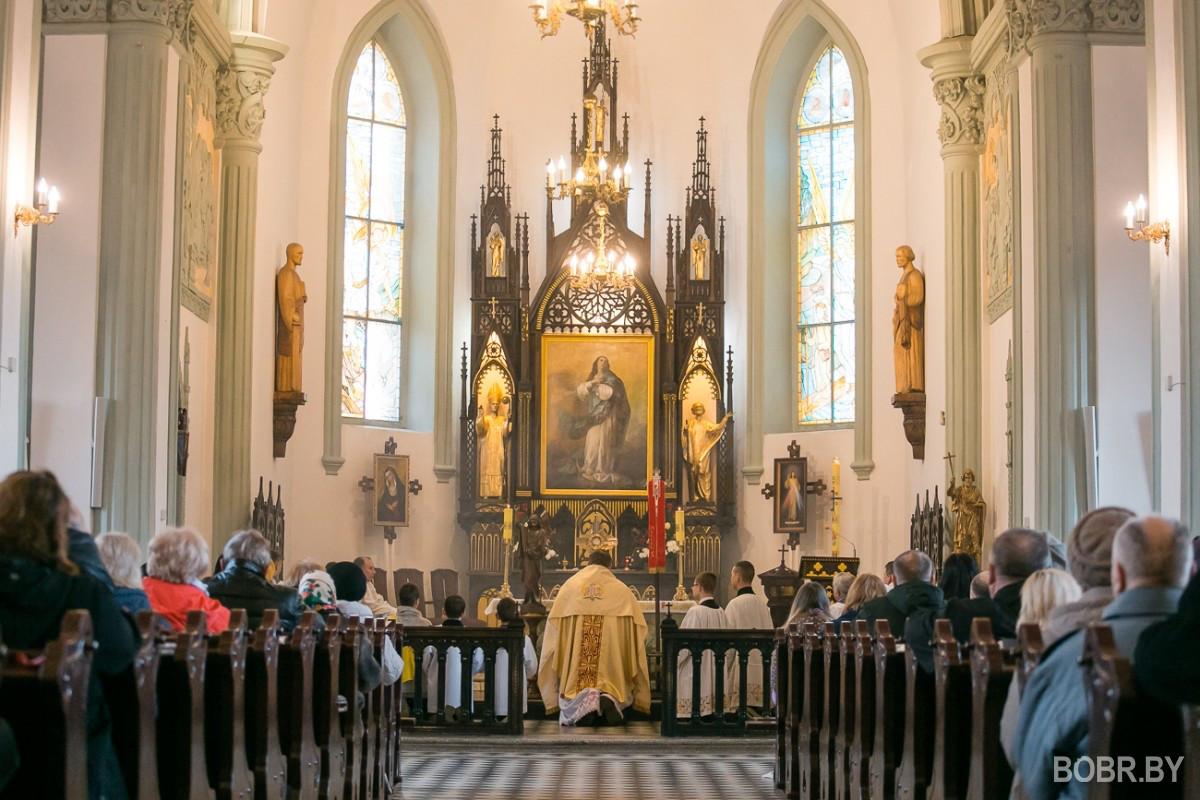Христово Воскресение в разгар пандемии. Как бобруйские католики отпраздновали Пасху