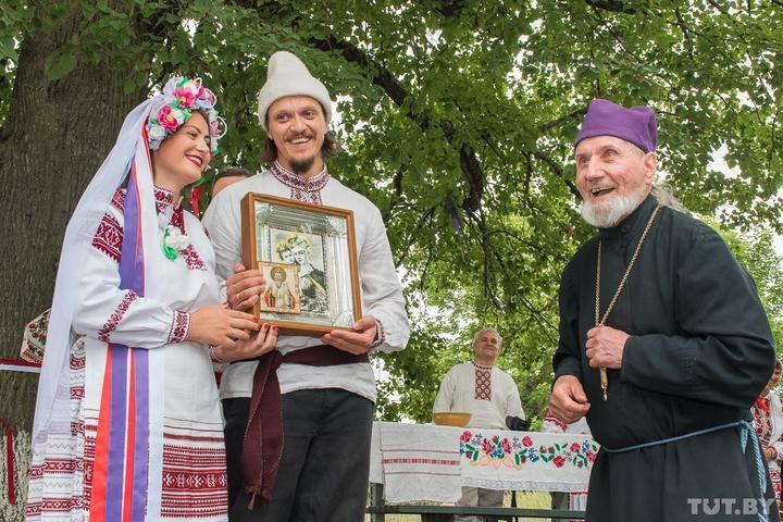 «Дай Бог еще пожить!» 91-летний белорусский священник неделю был на ИВЛ и смог победить коронавирус