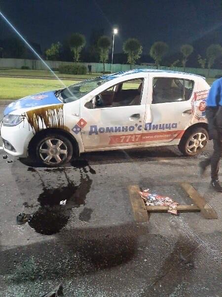 На проспекте Георгиевском перевернулся автомобиль пиццерии