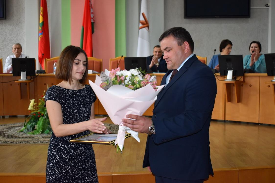 Медики Бобруйского района получили грамоты и цветы от властей
