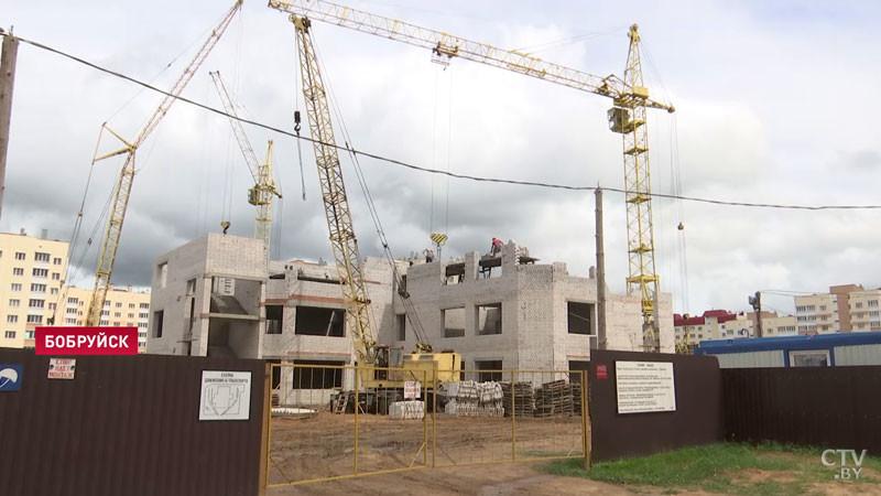 «Муж говорит – уже третий этаж строят, нам аж весело». В Бобруйске строят садик, аналогов которому нет в городе