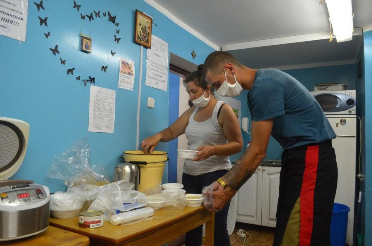 Как бездомные в Бобруйске переживают коронавирус, и кто им помогает?