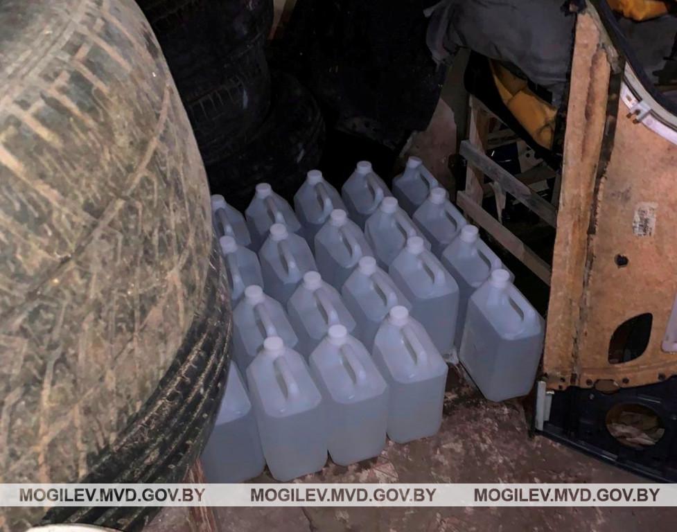Бобруйчанин незаконно хранил в гараже 115 литров спирта