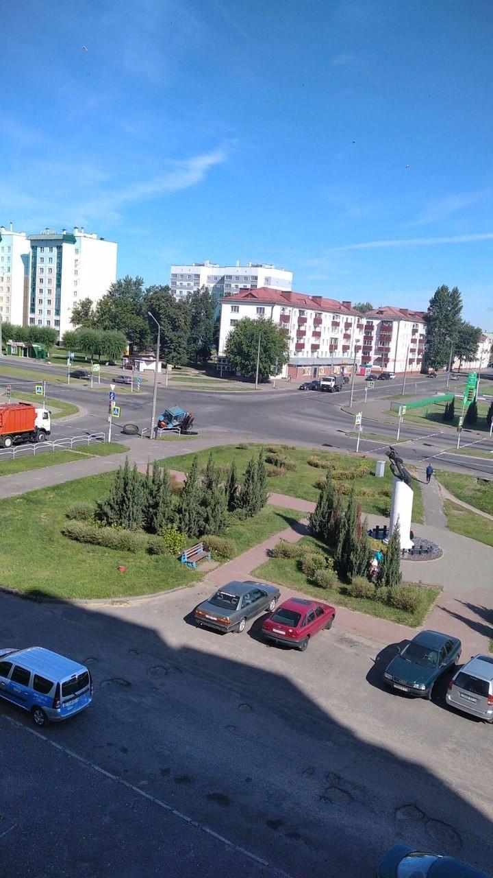 На перекрёстке Ленина-Георгиевского отвалилось колесо у трактора