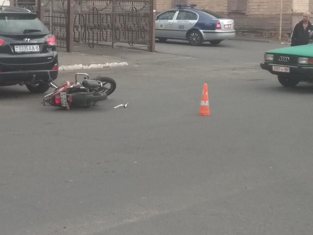 Фотофакт: ДТП с участием мотоциклиста на улице Карла Маркса