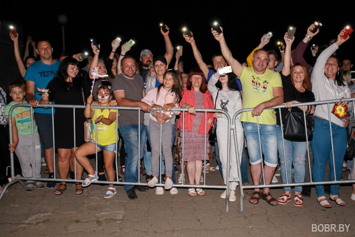 В Бобруйском парке культуры и отдыха прошёл фестиваль водных фонариков