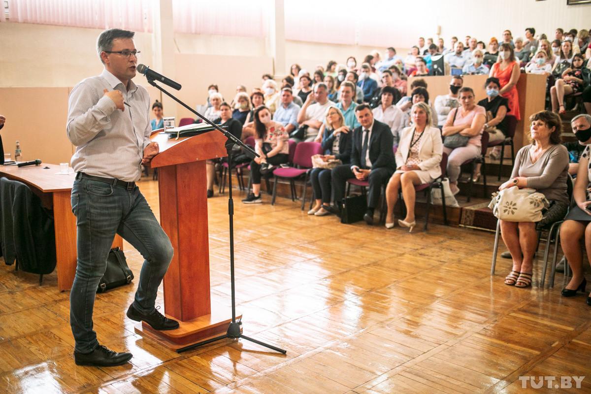 «А что если с белой ленточкой выйдет Ермошина?» Как журналист БТ агитировал минчан за Лукашенко