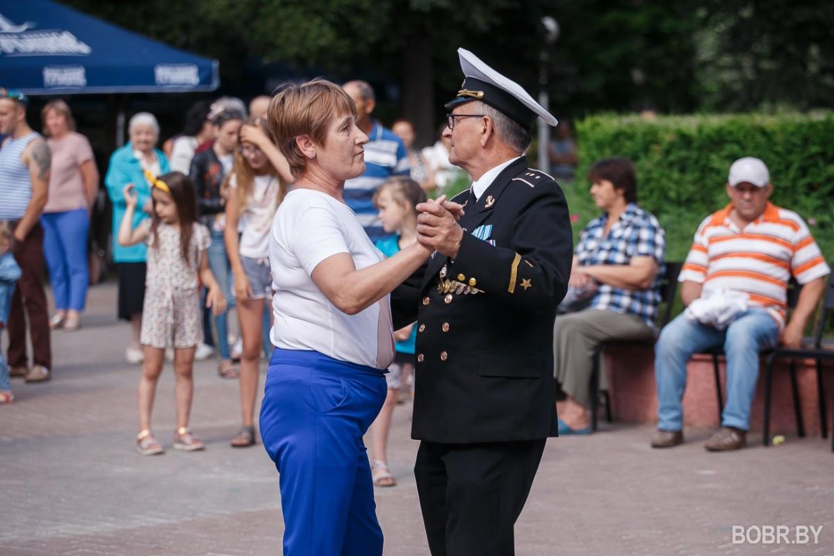 Как бобруйчане провели выходные и отпраздновали день воздушно-десантных войск? Фотопрогулка.