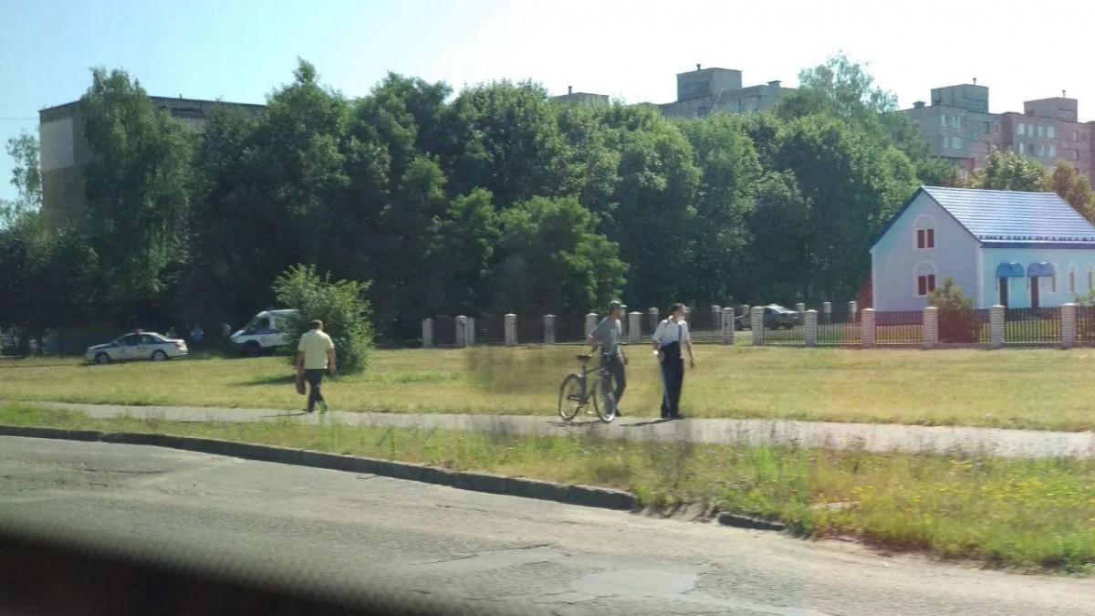 В Бобруйске водитель умер за рулем. Авто влетело в забор церкви