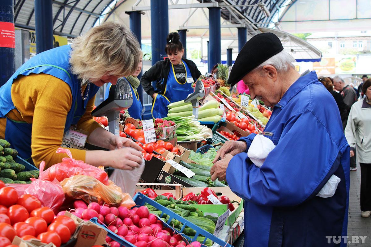 «В день не больше 4−5 рублей. И это жизнь?» Недовольные пенсиями белорусы рассказали, как они живут