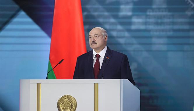 «Меня за 4 или 5 дней склепали». Что известно о коронавирусе Лукашенко с его слов