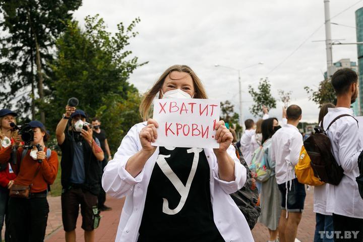 Более тысячи врачей, ученых, преподавателей требуют остановить насилие и освободить задержанных