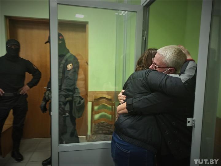 В Гомеле осудили учительницу, которую задержали после акции у дома, когда она выносила мусор