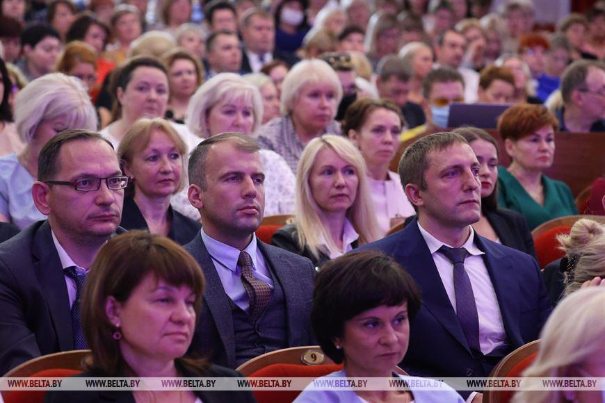 Школы должны быть вне политики, дети должны учиться и получать образование - Кочанова