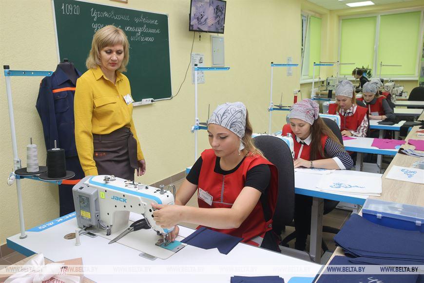 Лукашенко: горжусь молодыми людьми, которые не отрываются от жизни и выбирают реальную профессию