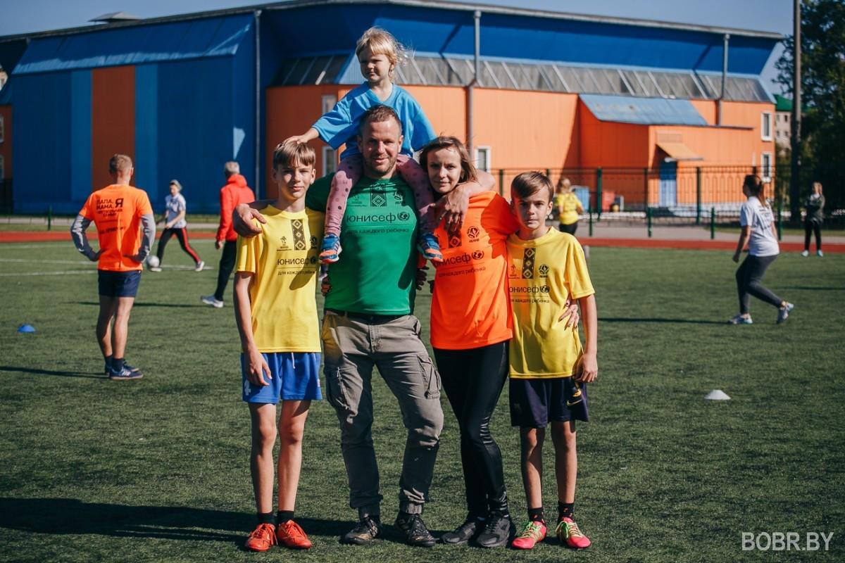 На стадионе имени Александра Прокопенко прошёл семейный фестиваль «Папа, мама, я – футбольная семья!»
