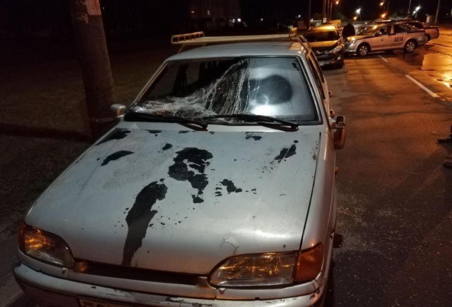 В Бобруйске пьяный местный житель повредил автомобиль и пытался разбить другой