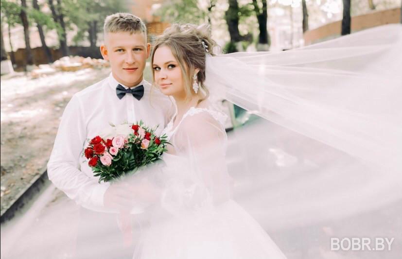 """""""В какой-то момент стало всё равно, и мы просто отдыхали"""". Как праздновали свадьбы в период первой волны пандемии?"""