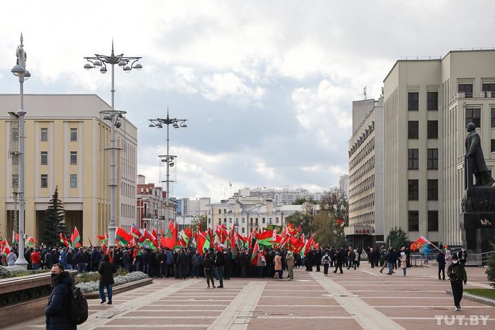 В Минске одновременно прошли два марша пенсионеров - противников и сторонников Лукашенко