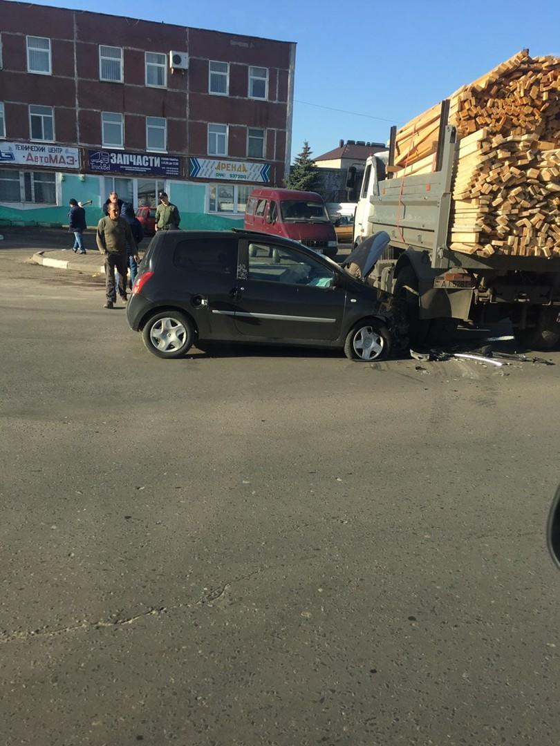 Второе за день: в Бобруйске произошло еще одно ДТП. Фотофакт