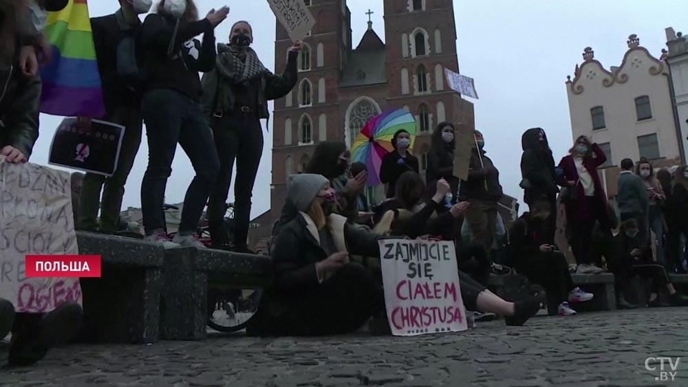 В Польше в 150 городах проходят акции протеста против запрета абортов
