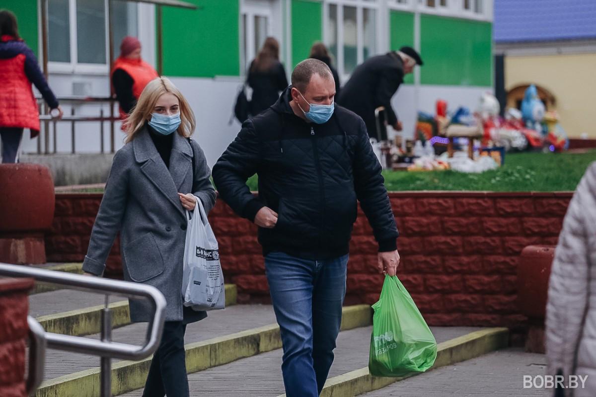 """"""" Не обслуживать и не пускать без масок"""". Мнение бобруйчан о масочном режиме в городе"""