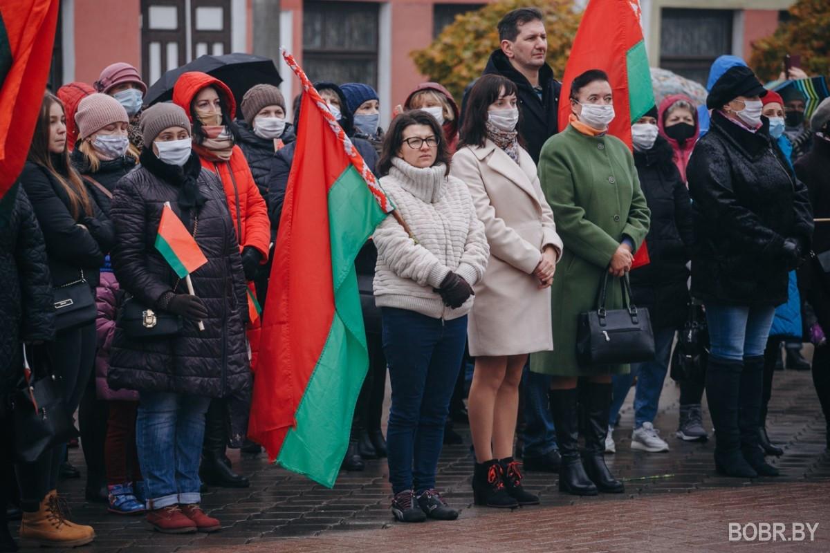 """""""Самое ужасное, что белорусский народ разделили на две части"""". В Бобруйске прошло мирное шествие"""