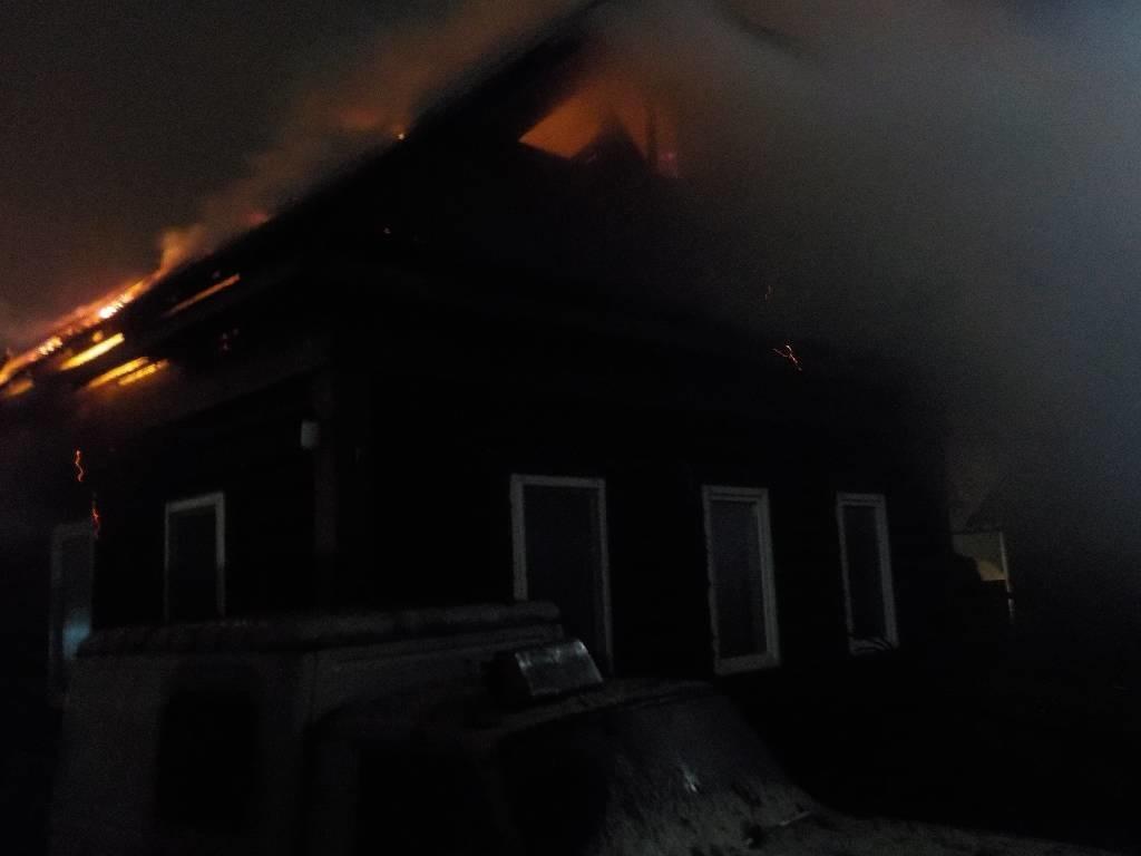В Бобруйске по улице Баумана горел дом