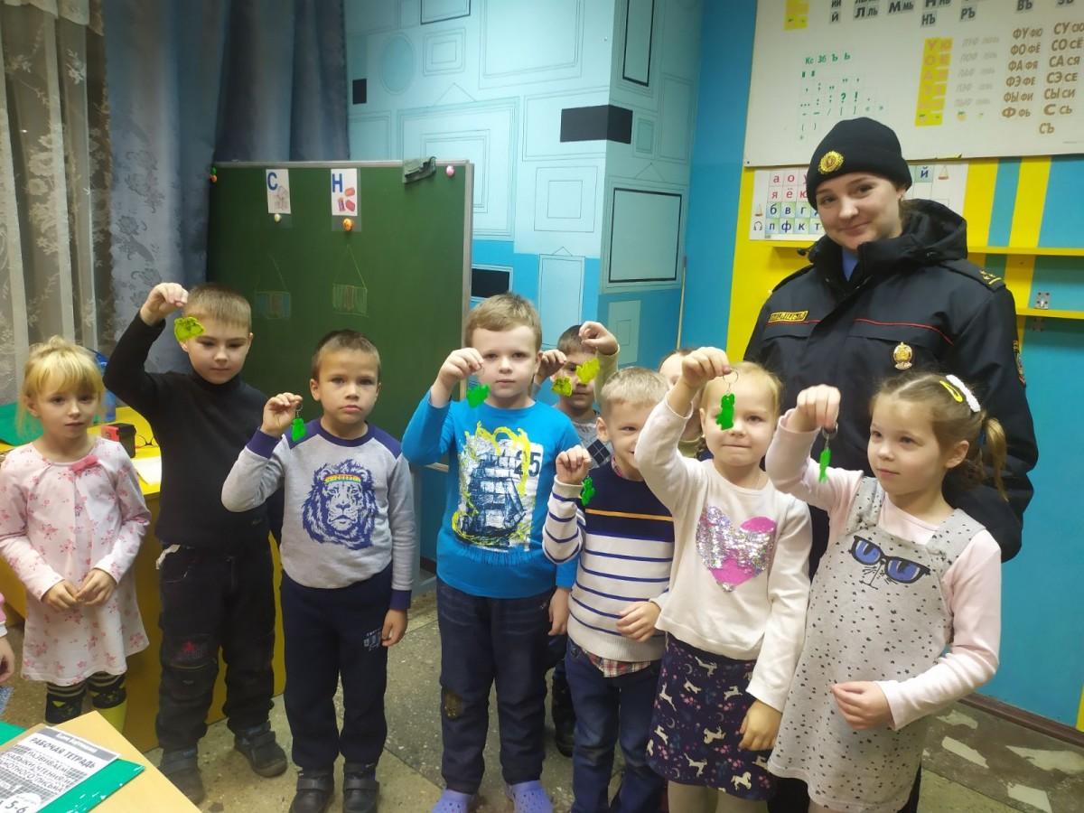В Бобруйске для дошкольников провели акцию «Засветись в темноте»