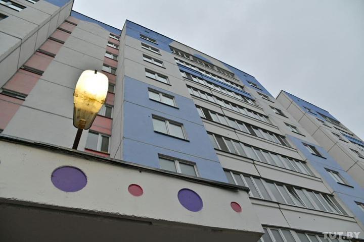 В Бобруйске из окна 7 этажа выпали мать с младенцем. Что известно о трагедии
