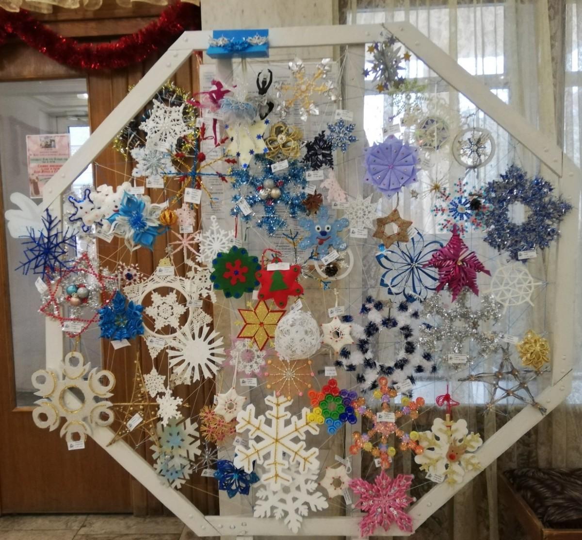 В Бобруйске проходит выставка «Новогодние снежинки»