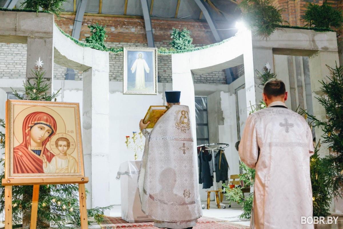 В новом соборе Александра Невского состоялась первая Божественная литургия