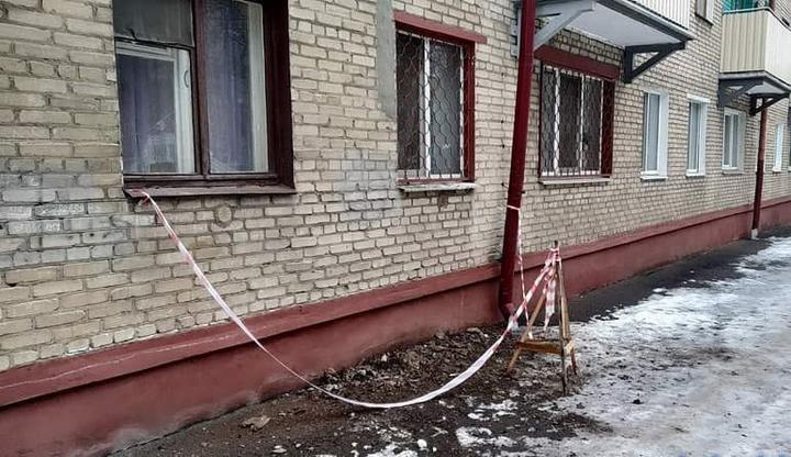 В Бобруйске обрушилась часть карниза жилого дома