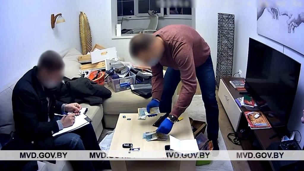 Двух жителей Бобруйска и Минска задержали за кибератаки на онлайн-биржи. Это принесло им 500 тысяч долларов