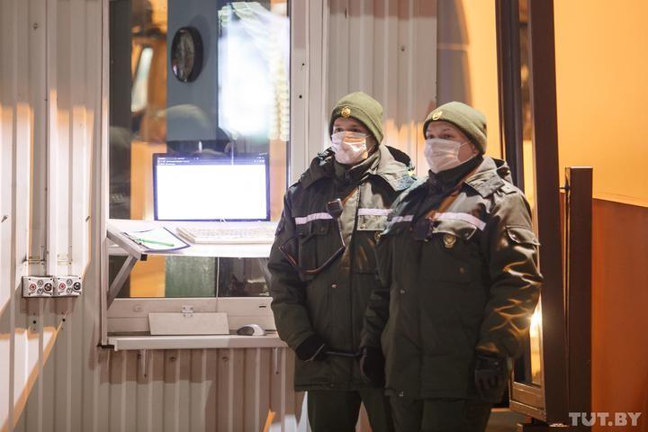 Год назад в Беларуси выявили первый случай COVID-19. Что сделано за год, а что — нет