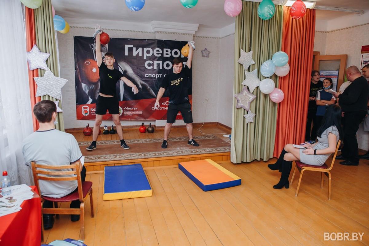 В клубе «Авиатор» состоялась встреча по гиревому спорту