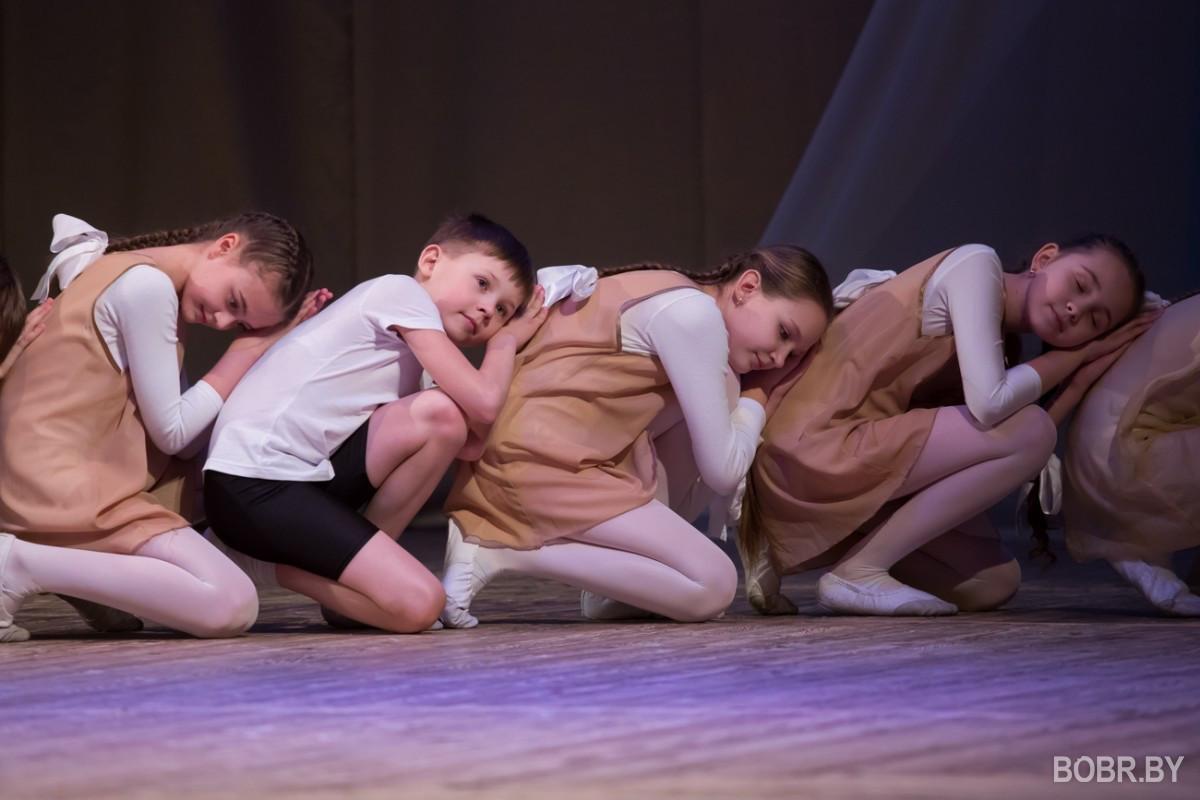 """В театре имени В.И.Дунина-Марцинкевича состоялся праздничный концерт посвящённый празднику """"8 марта"""""""
