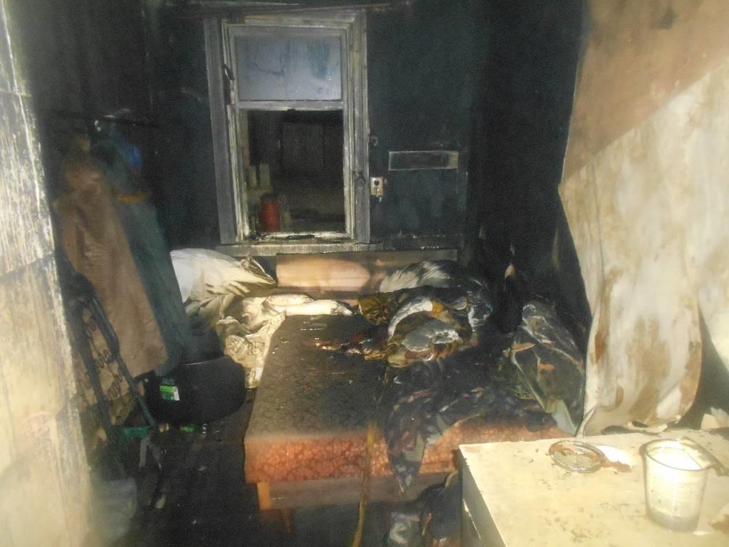 Горели оконная рама, баня и дом: за два дня в Бобруйске произошло три пожара