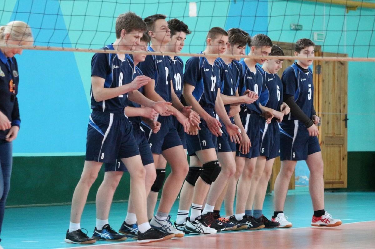 Команда Бобруйска стала второй на первенстве Могилевской области по волейболу среди юношей