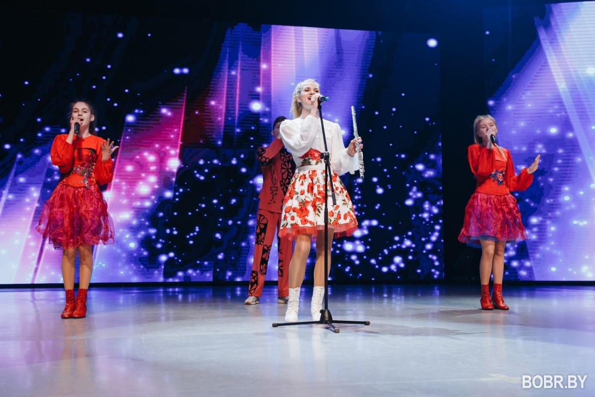Во Дворце искусств состоялся праздничный концерт ко Дню единения народов Беларуси и России