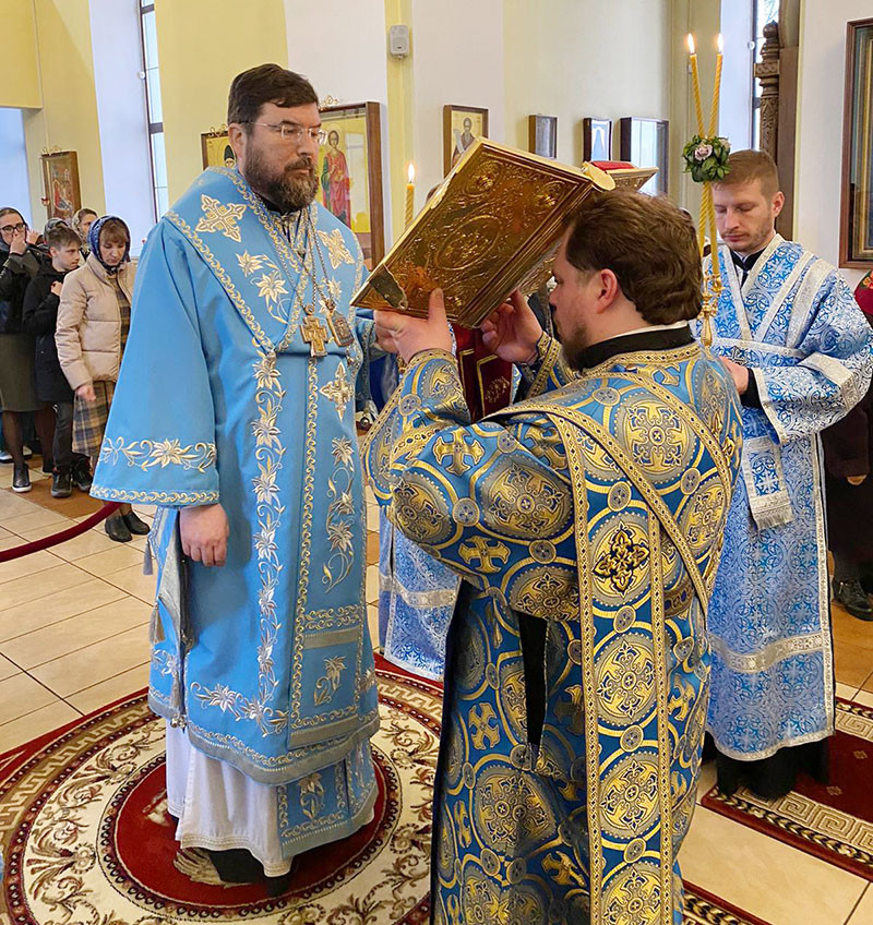 Накануне Благовещения Пресвятой Богородицы епископ Серафим совершил всенощное бдение в Никольском соборе