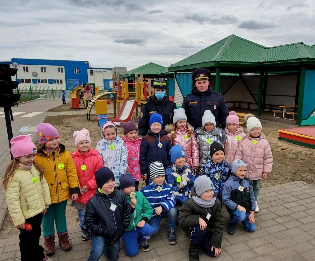 Сотрудники ГАИ и Департамента охраны посетили ясли-сад №82 Бобруйска