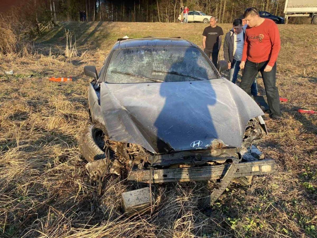 Жуткая авария под Бобруйском: водитель вылетел в окно, машину тушили березовым соком