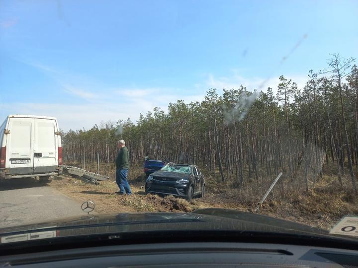 Видеофакт. На М4 перевернулся автовоз, перевозивший Geely Tugella. Движение было заблокировано