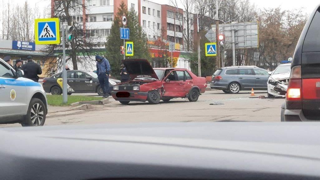 На бобруйском перекрестке попала в аварию машина департамента охраны