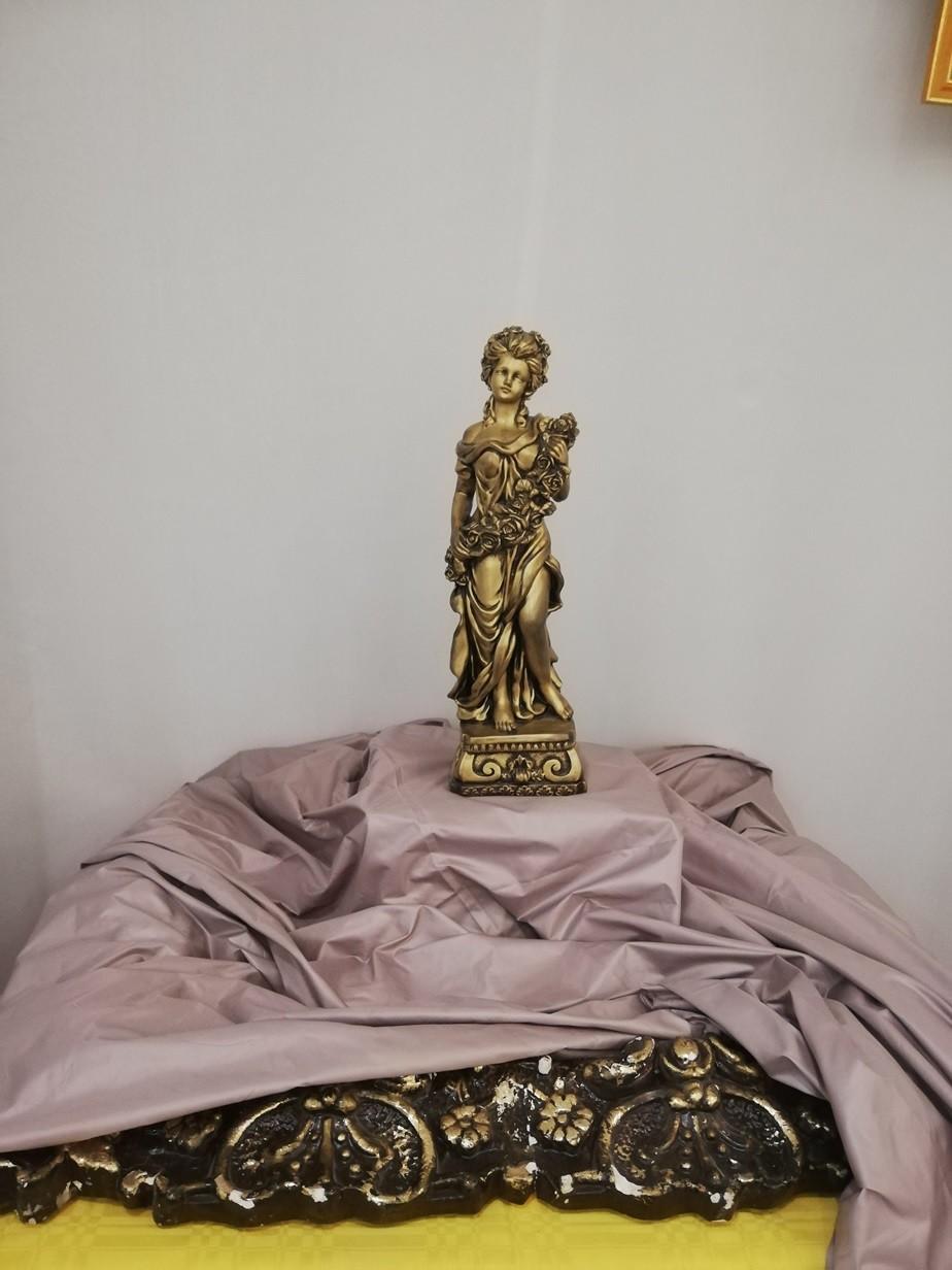 В Бобруйске открылась уникальная выставка домашней статуэтки «Магия фарфора у бабушки на полке»