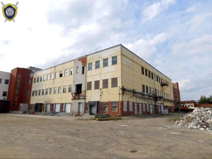 Инспекция труда решила, что погибший в Бобруйске на объекте строитель — нелегал. Суд решил иначе